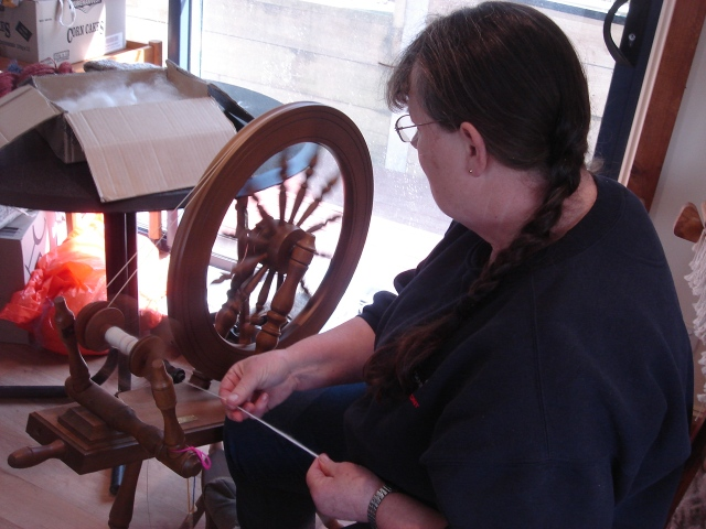 Lill makes spinning look so easy. I have done spinning in the past and it is so much fun, I loved seeing it all once again.