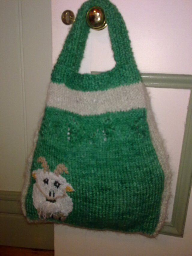 The bag I knitted for Lill from her mohair yarn. Love those goats!